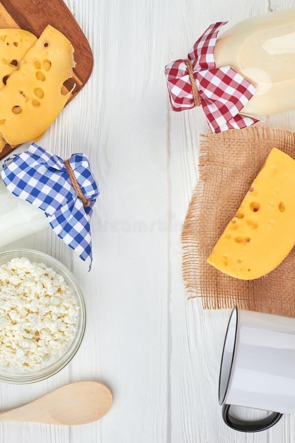 Varietà di prodotti lattier-caseario, vista superiore fotografia stock