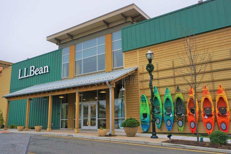 Front entrance to L.L. Bean with kayaks displayed for sale royalty free stock images