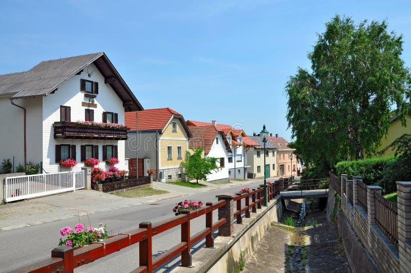 Varinha alpina Stollhof de Hohe da vila Baixa Áustria fotos de stock