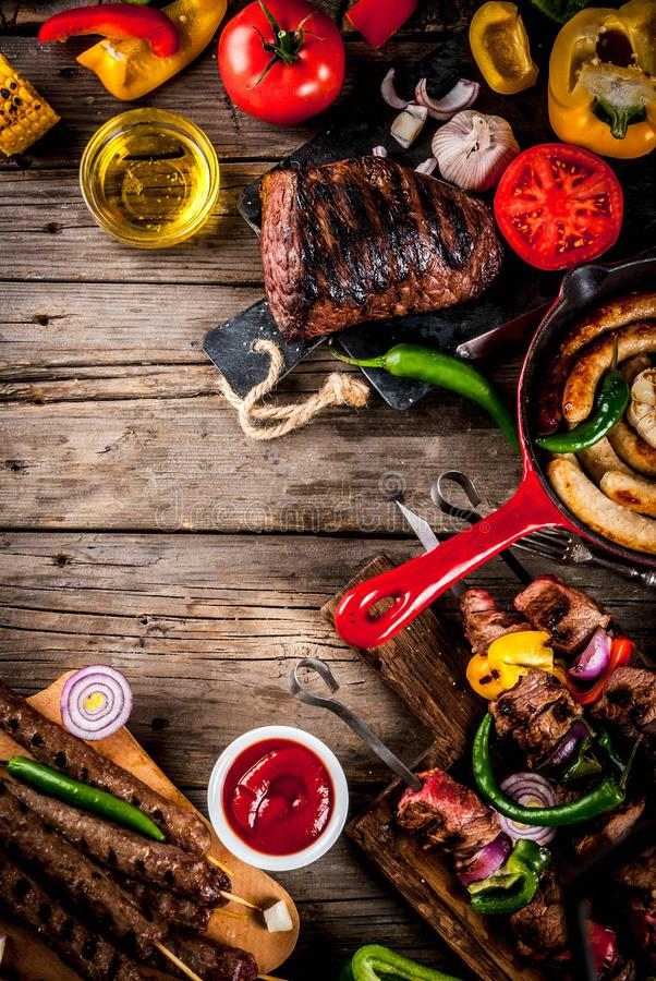 Vario alimento della griglia del barbecue immagine stock