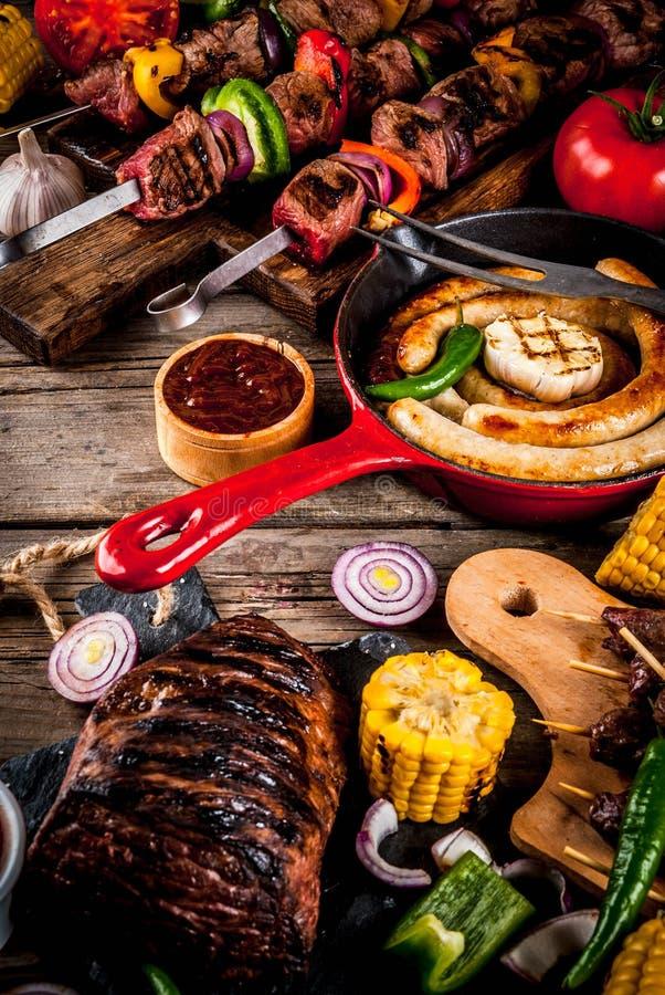 Vario alimento della griglia del barbecue immagini stock