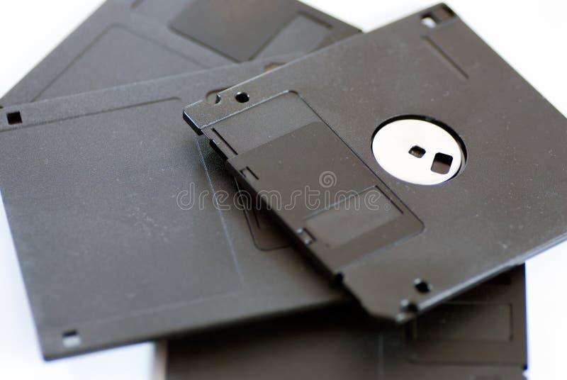 vario vecchio floppy disk a 3 pollici obsoleto su bianco fotografie stock libere da diritti