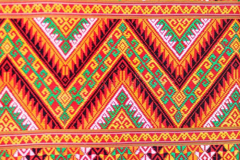Variopinto della seta di stile e del modello tailandesi indigeni dei tessuti Beautif immagine stock