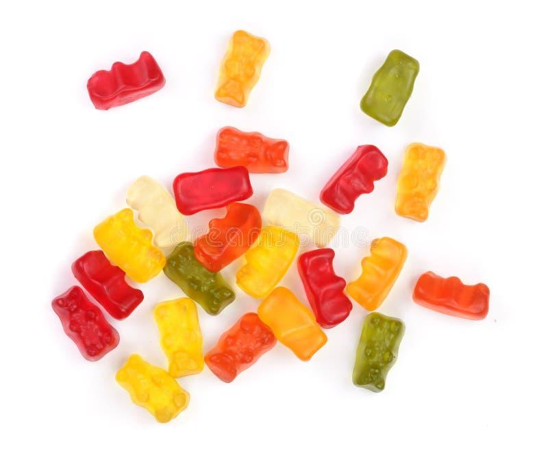 Variopinto mangi la caramella gommosa della gelatina degli orsi isolata su fondo bianco Vista superiore Disposizione piana fotografia stock libera da diritti