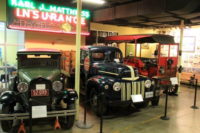 Varios Ejemplos Detalladamente De Los Vehículos Viejos, Museo De La ...