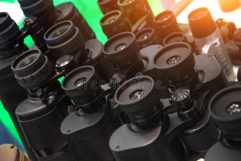 Varios prismáticos en fila, cierre para arriba fotos de archivo libres de regalías