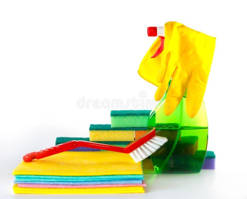 Varios productos de limpieza visualizados fotos de archivo