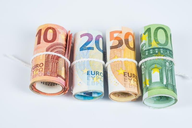 Varios rollos de los billetes de banco euro apilados por el valor a partir del diez, twent foto de archivo libre de regalías