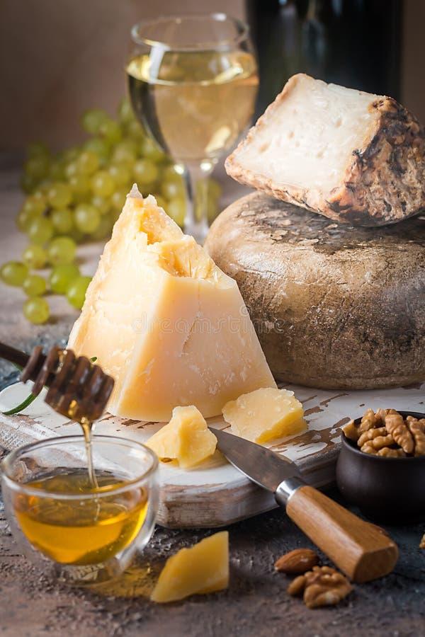 Varios tipos de queso fotos de archivo