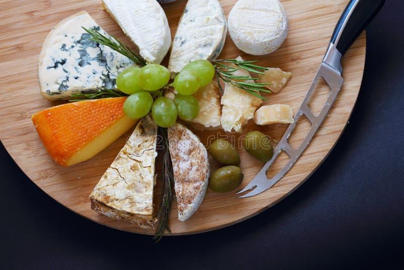 Varios tipos de queso foto de archivo libre de regalías