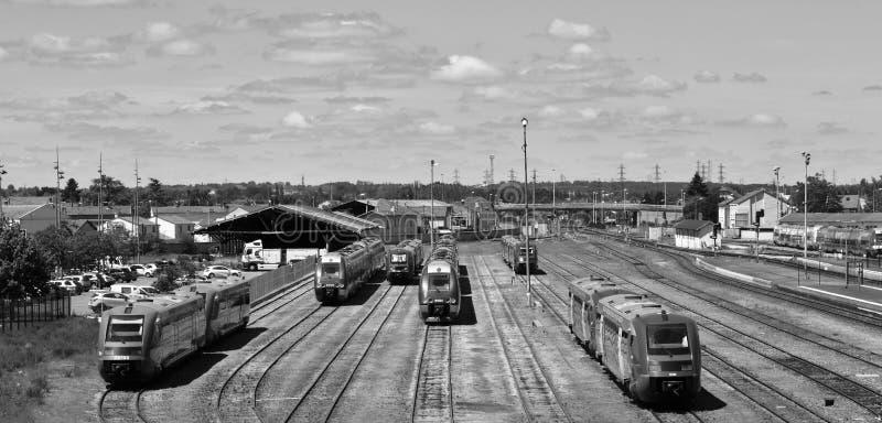 Varios trenes en la expectativa del viaje foto de archivo