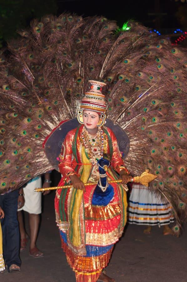 Varkala, Индия - 23-ье марта 2016: традиционный танец Kathakali на масленице фестиваля Holi в Varkala, Керале, Индии стоковая фотография rf