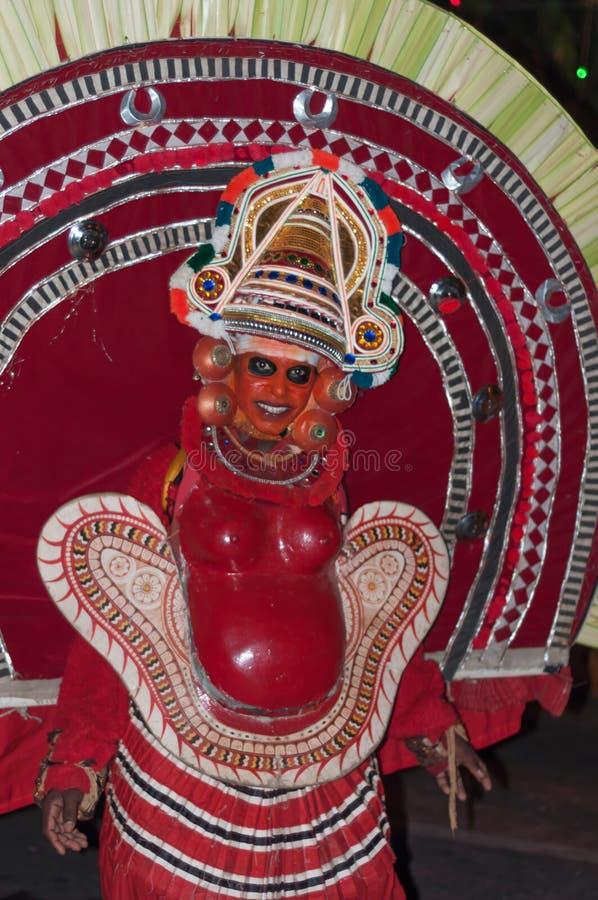 Varkala, Indien - 23. März 2016: traditioneller Kathakali-Tanz am Holi-Festival-Karneval in Varkala, Kerala, Indien stockfotos