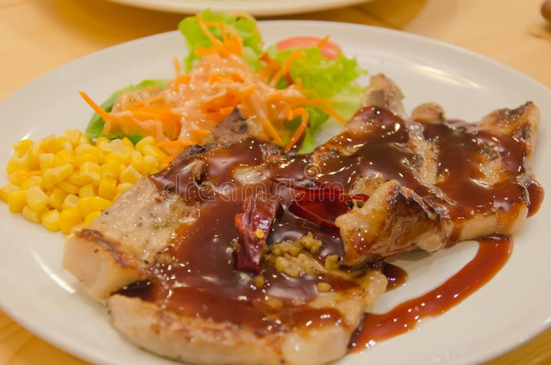 Varkenskoteletlapje vlees stock afbeeldingen