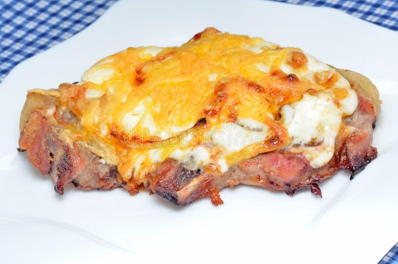 Varkensvlees met kaas stock foto