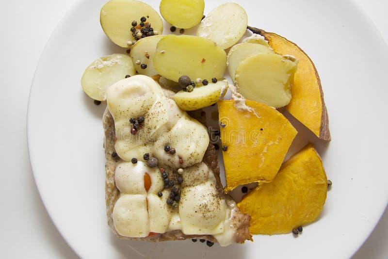 Varkensvlees met kaas en pompoen royalty-vrije stock foto