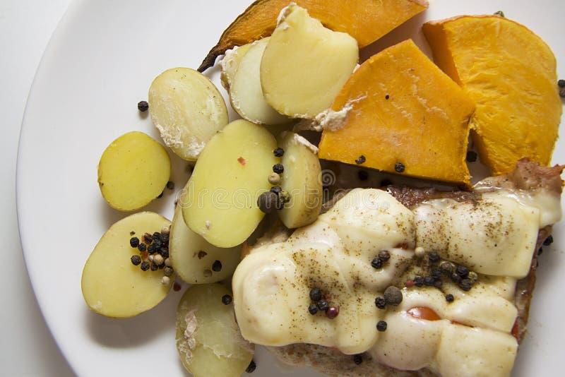 Varkensvlees met kaas en pompoen royalty-vrije stock fotografie