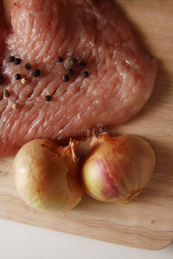 Varkensvlees met uien en aardappel stock foto's
