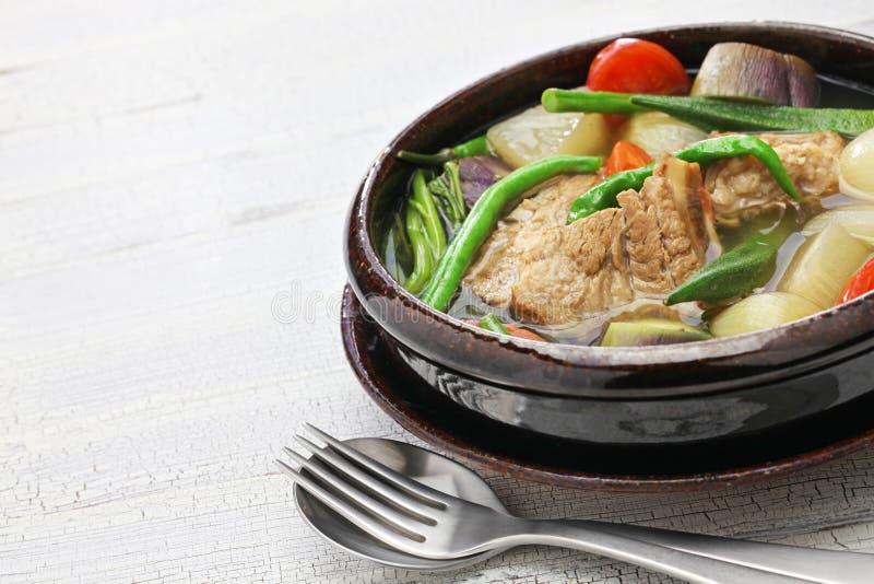 Varkensvlees sinigang, Filipijnse keuken stock fotografie