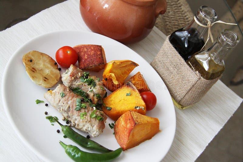 Varkensvleesbroodjes en plantaardige hutspot royalty-vrije stock afbeelding