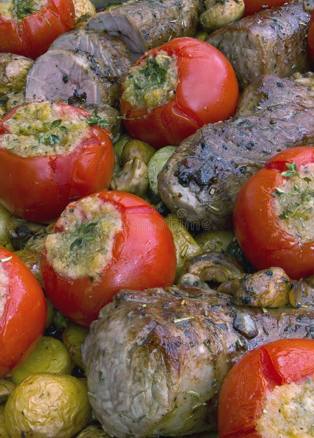 Varkensvleeshaasbiefstuk en groenten royalty-vrije stock afbeeldingen