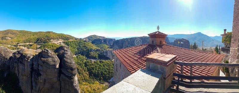 Varlaam monasteru panoramiczny widok przy Meteor skały monasteru compl fotografia royalty free