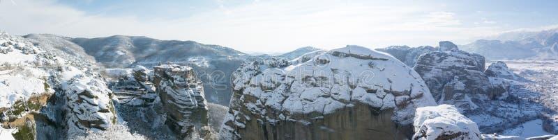 Varlaamklooster met panorama van Meteora-rotsen royalty-vrije stock afbeeldingen