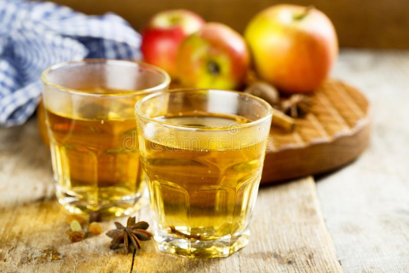 Varm äppeljuice arkivbilder