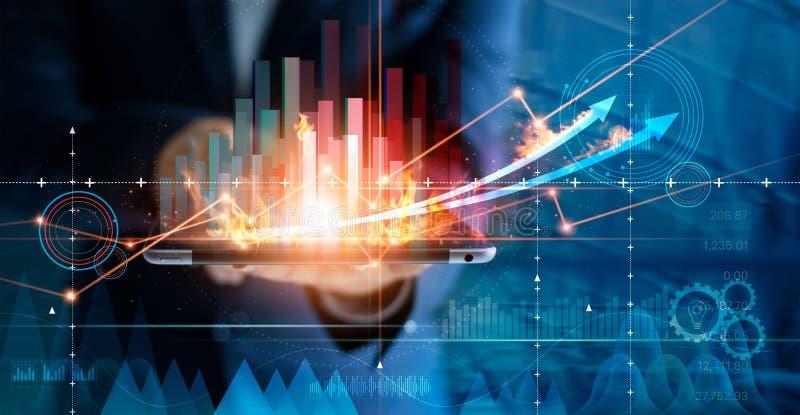 Varm affärstillväxt Aff?rsmannen som anv?nder minnestavlan som analyserar f?rs?ljningar data, och ekonomisk tillv?xtgrafen kartl? arkivbild