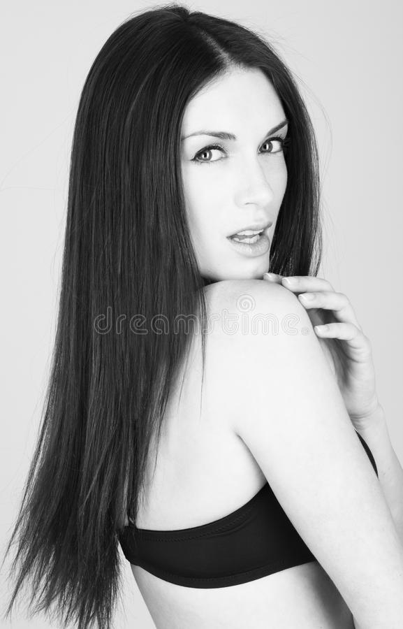 Varm brunettkvinna i underkläder arkivfoto