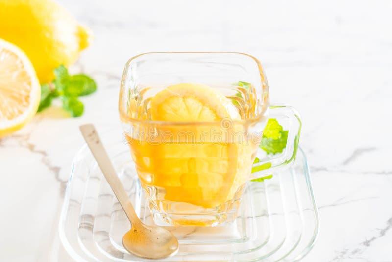 Download Varm citrontea fotografering för bildbyråer. Bild av teapot - 106833405