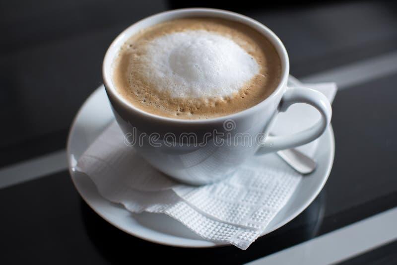 Varm coffe, mjuk fokus arkivfoton