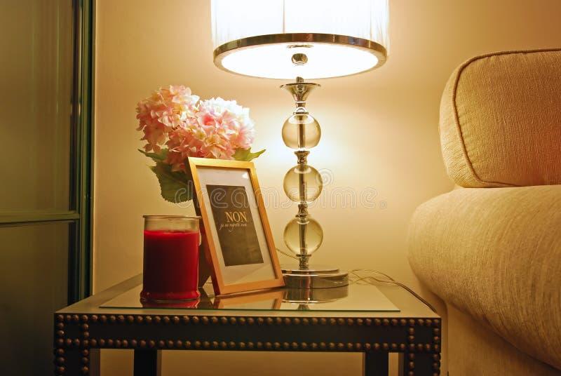 Varm hem- design med perfekt belysning arkivbild