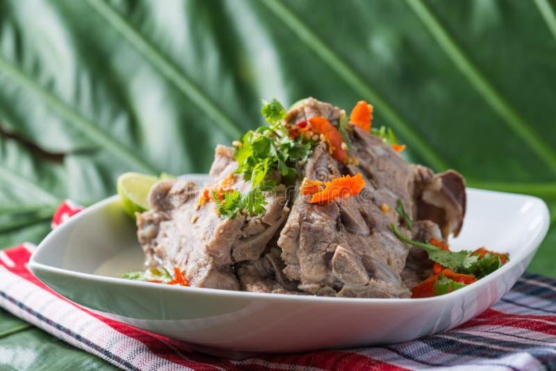 Varm kruka för kryddig extra- grisköttryggrad eller för varm och kryddig grisköttryggrad royaltyfri bild