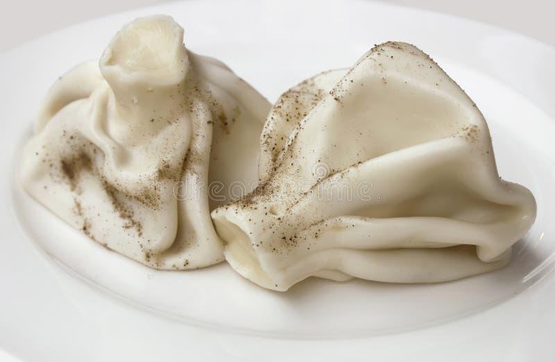Varm läcker khinkali med svartpeppar, georgisk nationell maträtt arkivfoto
