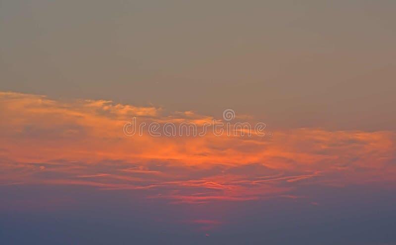 Varm orange solnedgång efter solnedgång royaltyfria bilder
