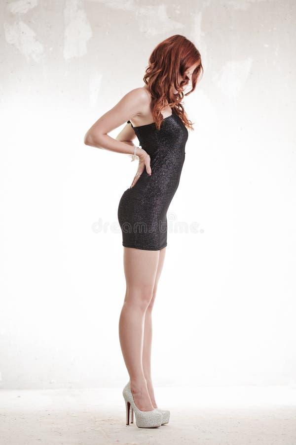 Download Varm redheadflicka fotografering för bildbyråer. Bild av sensuality - 27284059