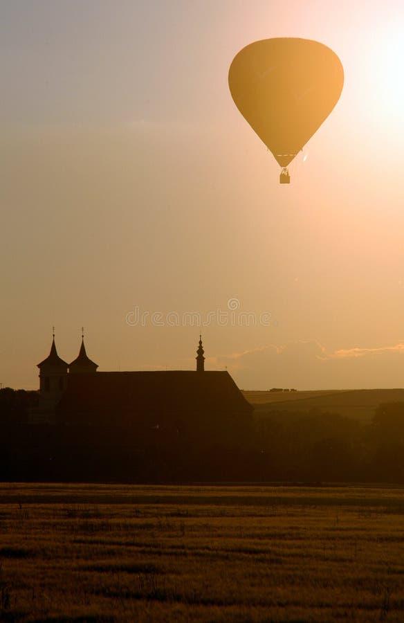 varm solnedgång för luftballong arkivbilder