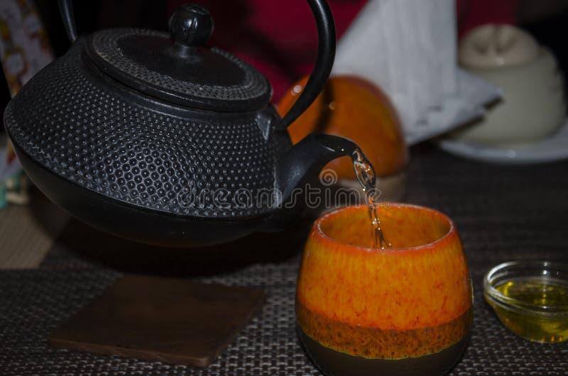 Varm uppiggningsmedel i koppen fotografering för bildbyråer