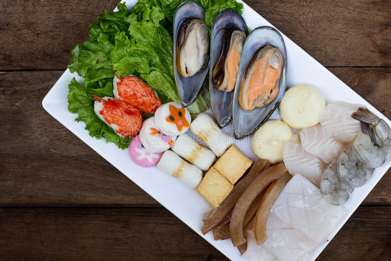 Varma krukaingredienser - ostron och skaldjur arkivfoton