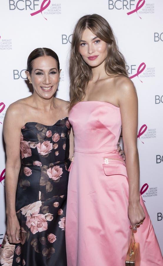 Varma rosa partiankomster f?r BCRF 2019 royaltyfri fotografi