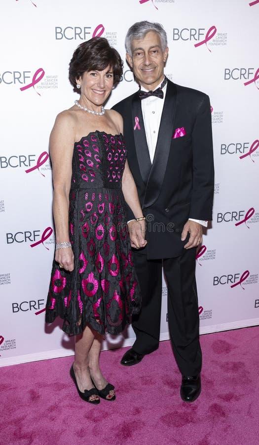 Varma rosa partiankomster f?r BCRF 2019 fotografering för bildbyråer