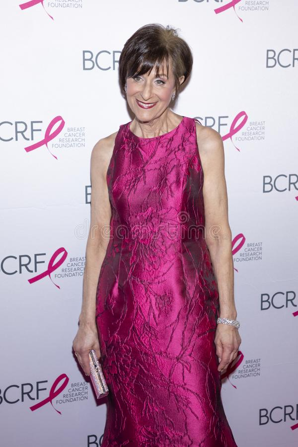 Varma rosa partiankomster f?r BCRF 2019 arkivfoton