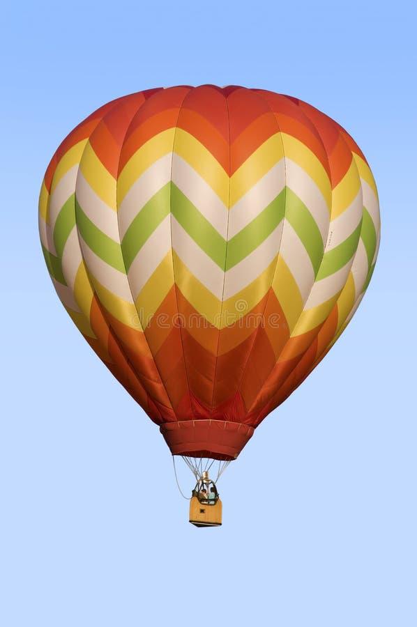 Varmluftsballong som svävar mot blå himmel royaltyfria bilder