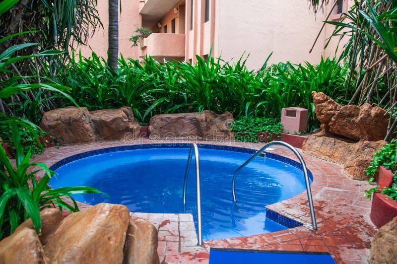 Varmt bada på en semesterort i Mexico arkivfoto