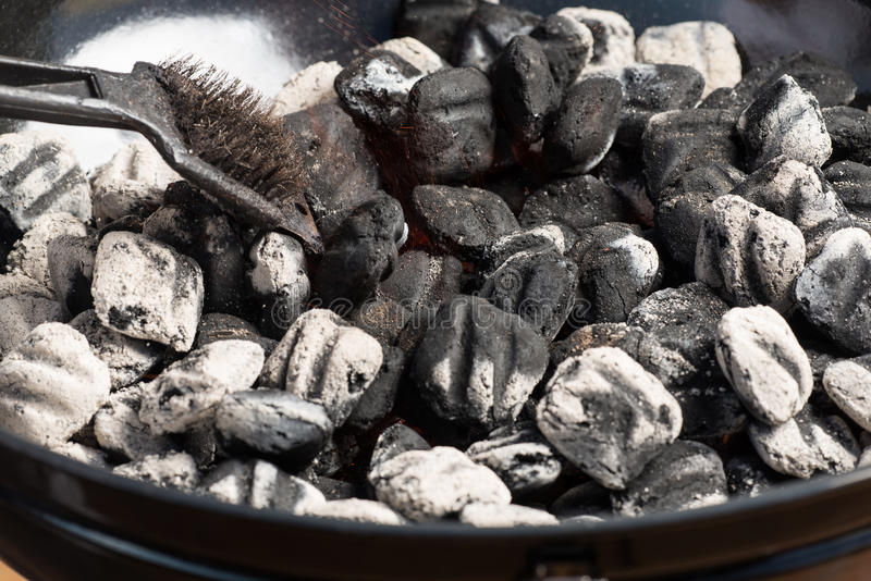 varmt briquetteskol royaltyfri bild