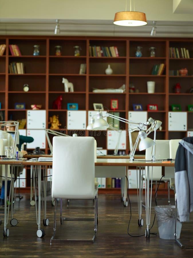 Varmt kontorsutrymme fotografering för bildbyråer