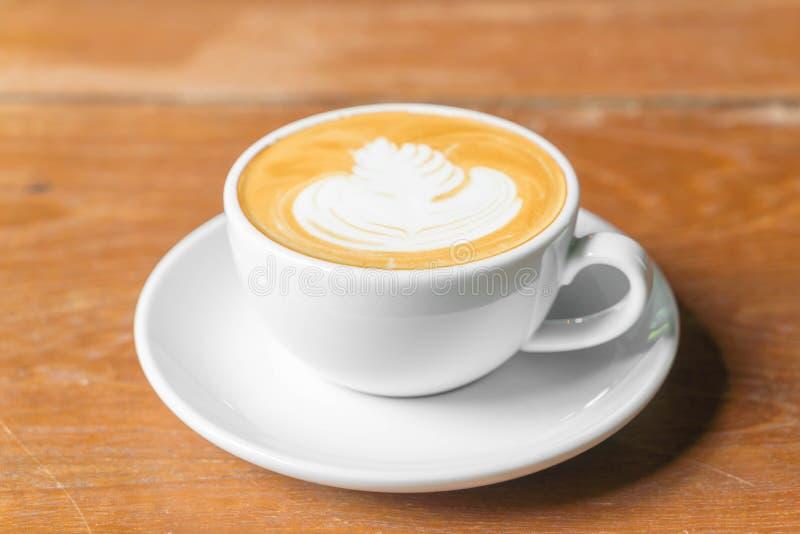 Download Varmt lattekaffe fotografering för bildbyråer. Bild av latte - 106831719