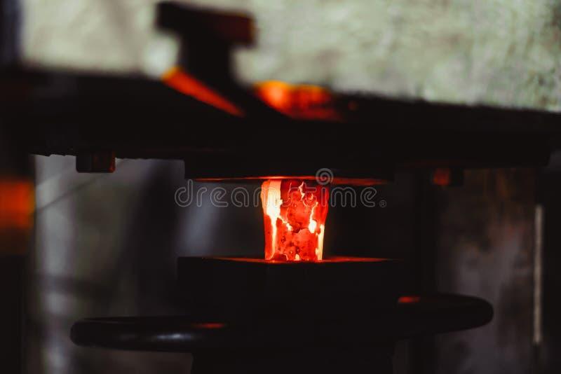 Varmt objekt på smedjan arkivfoton