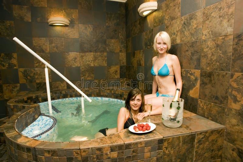 varmt sexigt badar kvinnor royaltyfria foton